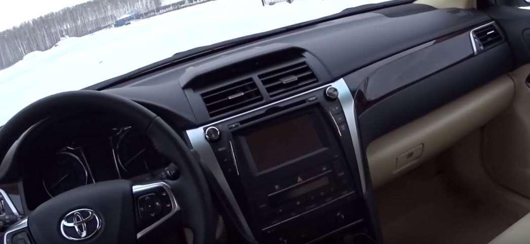 Тойота Камри салон скрипит