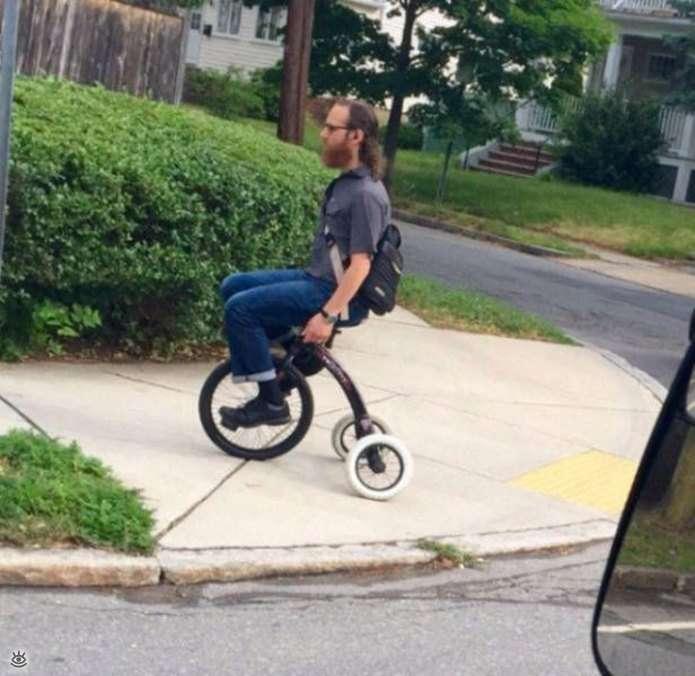 Автомобільні і мотоциклетні кумедності (27 фото)